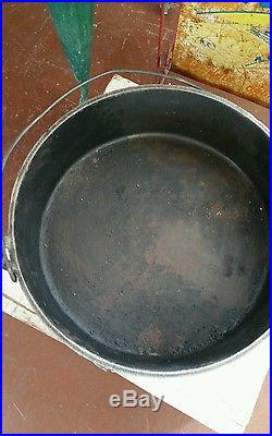 #16 Lodge Camp Cast Iron Dutch Oven