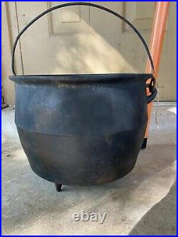 Antique Cast iron cauldron bean pot with handle 8M vintage primitive 3 Leg