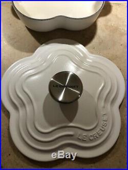 Cotton #20 LE CREUSET 1.25 Quart Shallow Flower Shape Dish NWT Matte White