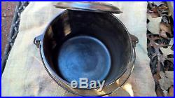 GRISWOLD #7 FLAT BOTTOM KETTLE and Lid -Fully Lettered -Black Cast Iron