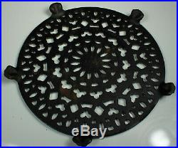 GRISWOLD Cast Iron TRIVET #1739-1 Old Lace 7 Round for Coffee Pot 1950s FAB