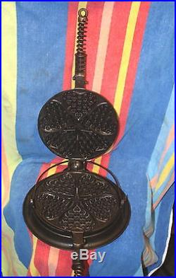 GRISWOLD ERIE CAST IRON #18 928 HEART STAR WAFFLE IRON With BASE REAL NICE