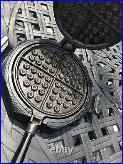 HTF Hammered Griswold Cast Iron Waffle Iron