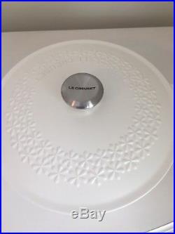LE CREUSET 4QT Signature Cast Iron Fleur Round Dutch Oven Brand New WHITE