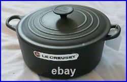 La Creuset Round Dutch Oven 4.5 qts, Matt Black