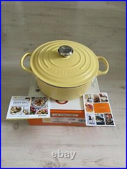Le Creuset SIGNATURE Matte Mimosa Yellow Dutch Oven 5.5 Qt 5 1/2 RARE Cast Iron