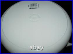 Le Creuset Shiny White 7-1/4 Qt, #28, Round Dutch Oven, Cast Iron Signature NEW