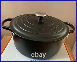 Le Creuset Signature Cast Iron Round Casserole 28cm Matt Black (BNIB)
