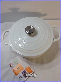 Le Creuset Signature Enameled Cast-Iron 5-1/2-Quart Round French Dutch Oven
