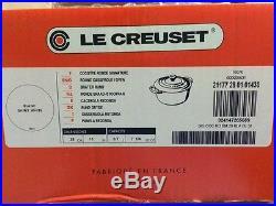Le Creuset Signature Enameled Cast-Iron 7-1/4-Quart Round French (Dutch) Oven