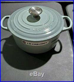 Le Creuset Signature Round Dutch Oven, 4.5 Qt