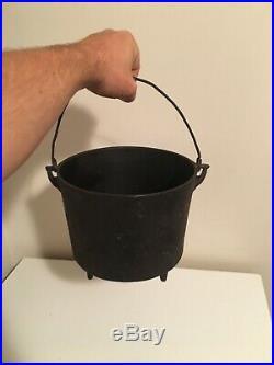 Small #7 or #6 Cast Iron Bean Pot Kettle 8 3/4 Diameter, Rare