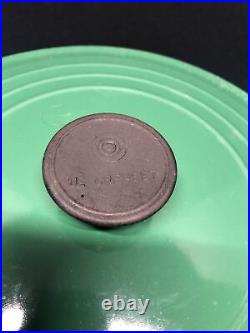 VINTAGE GREEN LE CREUSET ROUND DUTCH OVEN #28, MADE IN FRANCE (see Pictures)