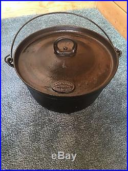 Vintage D. R. Sperry No. 1 Cast Iron 3 Short Legs Dutch Oven withBail Handle and Lid