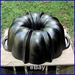 Vintage LODGE BUNDT PAN Cast Iron Rare Cornbread Cake Jello Mold