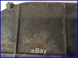 Vintage Rare #7 Marked Cast Iron Footed Designed Deep seasoned