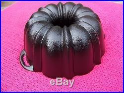 Vintage Rare HTF Unmarked LODGE 12 Cup Cast Iron Bundt Cake Pan Cornbread Mold